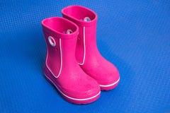 Cargadores del programa inicial de lluvia rosados Fotos de archivo