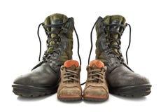 Cargadores del programa inicial del ejército y zapatos de los niños imágenes de archivo libres de regalías