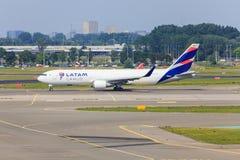 Cargaison Boeing 767F de Latam Images stock
