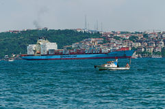 Cargaison de fret de Bosphorus Photographie stock libre de droits