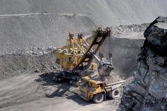 Cargamento del carbón. Fotografía de archivo