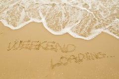 Cargamento del FIN DE SEMANA en la playa Foto de archivo libre de regalías