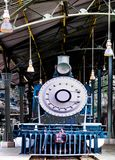 Cargamento locomotor ardiente del motor de vapor del carb?n del vintage en la estaci?n fotos de archivo libres de regalías