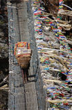 Cargas pesadas en las banderas del rezo de la parte posterior y del vuelo del portero Fotografía de archivo