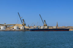 在口岸的Cargi船 免版税图库摄影