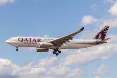 Cargo Airbus A330-243F de Qatar Airways Imagen de archivo libre de regalías