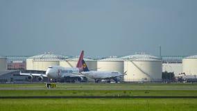 Cargo Boeing 747 de Martinair que lleva en taxi en el aeropuerto de Schiphol metrajes