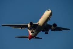 Cargo Boeing 767 de Qantas en acercamiento final a Sydney Airport el martes 23 de mayo de 2017 Fotografía de archivo libre de regalías