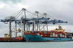 Cargo déchargeant des récipients dans les ports d'Auckland Nouvelle-Zélande photographie stock