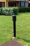 Cargo da lâmpada no quintal, equipamento leve, lanterna de jardinagem Foto de Stock