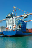Cargo dans un port Photos libres de droits