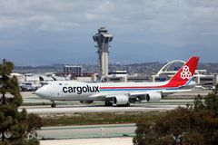 Cargo de Cargolux B747-8 à l'aéroport de Los Angeles Photographie stock libre de droits