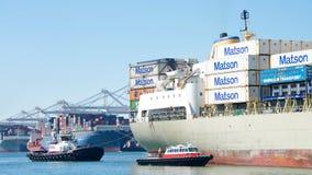 Cargo de Matson KAUAI entrant dans le port d'Oakland Photographie stock libre de droits