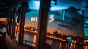 Cargo de rivière sur le neva de rivière banque de vidéos