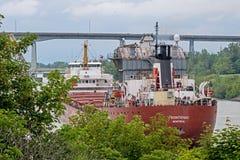 Cargo di Grandi Laghi che va verso est verso il lago Ontario fotografia stock