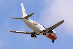 Cargo 737 en acercamiento final Foto de archivo