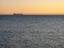 Cargo entrant en amont dans le St Lawrence Estuary au Canada photographie stock libre de droits