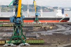 Cargo handling of metal on a ship in Nakhodka Royalty Free Stock Photography