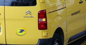Cargo La Poste de Van With Logo Of French da estação de correios filme
