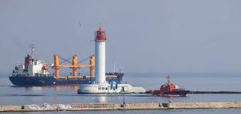 Cargo marin de port de cargaison chargé avec l'expédition image stock