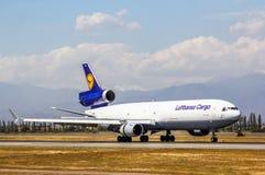 Cargo Mcdonnell Douglas MD-11F de Lufthansa Foto de archivo