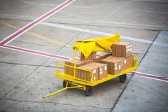 Cargo para un aeroplano fotografía de archivo