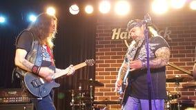 Cargo pesado de la banda de rock en concierto Imagenes de archivo
