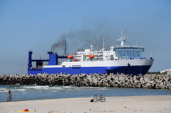 Cargo ship in harbor Royalty Free Stock Photography