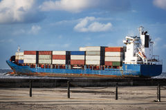 Cargo ship in the ocean Royalty Free Stock Photography