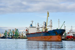 Cargo ship in port Royalty Free Stock Images
