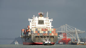 Free Cargo Ship YM EFFICIENCY Departing The Port Of Oakland Stock Images - 99063044