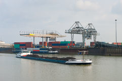 Cargo sul canale fotografie stock libere da diritti