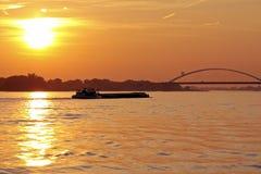 Cargo sul fiume Merwede nei Paesi Bassi Immagini Stock Libere da Diritti