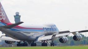 Cargolux Ιταλία Boeing 747 που προσγειώνεται απόθεμα βίντεο