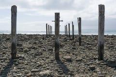 Cargos da coluna do pilão, ruínas do molhe, praia de Myponga, Sul da Austrália foto de stock