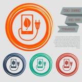 Cargue el poder del eco, cable del usb está conectado con el icono del teléfono en los botones para su sitio web y el ingenio roj Imagenes de archivo