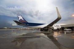 Carguero de Boeing 767 en Lan Cargo Ramp Imágenes de archivo libres de regalías
