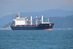 Carguero de graneles Obrovac en puerto Fotografía de archivo