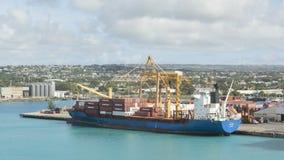 Carguero de Timelapse cargado en Barbados metrajes