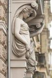 Cariátide en uno de los edificios en Riga, Letonia Foto de archivo