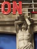 Cariátide na parte dianteira de um teatro, Paris Imagens de Stock Royalty Free