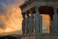 Cariátides, Erechteion, Parthenon en la acrópolis Fotos de archivo libres de regalías
