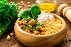 Cari crémeux tout préparé de pois chiche de vegan et yaourt grec photo stock