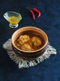 Cari de poissons du Kerala Plat de poisson indien traditionnel avec du lait et le piment de noix de coco photo libre de droits
