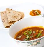 Cari et chapatti traditionnels de l'Indien dal Photos stock