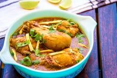 Cari indien de poulet avec le Cilantro et le gingembre - garniture de poulet Images stock