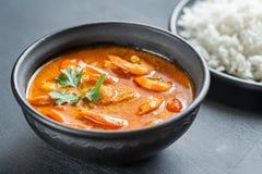 Cari jaune thaïlandais avec les fruits de mer et le riz blanc Image stock