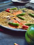 Cari - piments et lentilles Photos stock