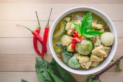 Cari thaï de vert de poulet Nourriture thaïlandaise célèbre de tradition avec la copie S Photo libre de droits