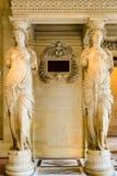 Cariatides dans le musée de Louvre photos libres de droits